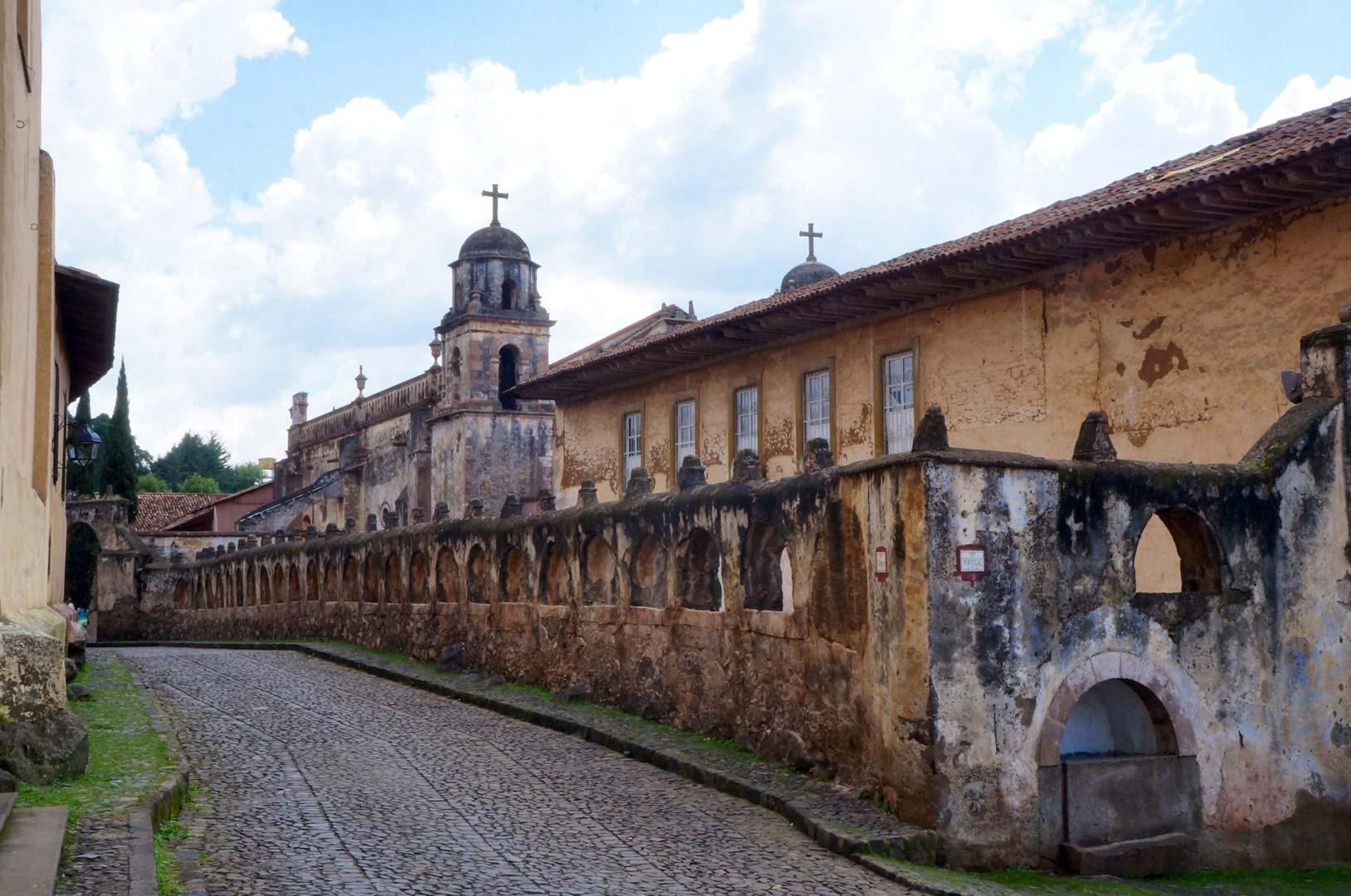 exterior de la Casa de los Once Patios en Pátzcuaro