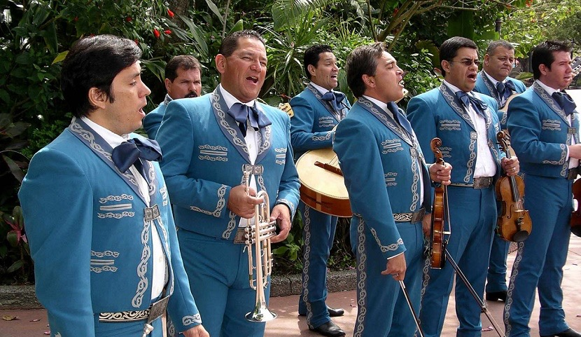 Vestimenta de los charros o mariachis  Costumbres mexicanas ... 2210f76bcb1